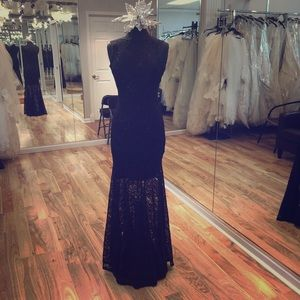 Dresses & Skirts - Long lace dress